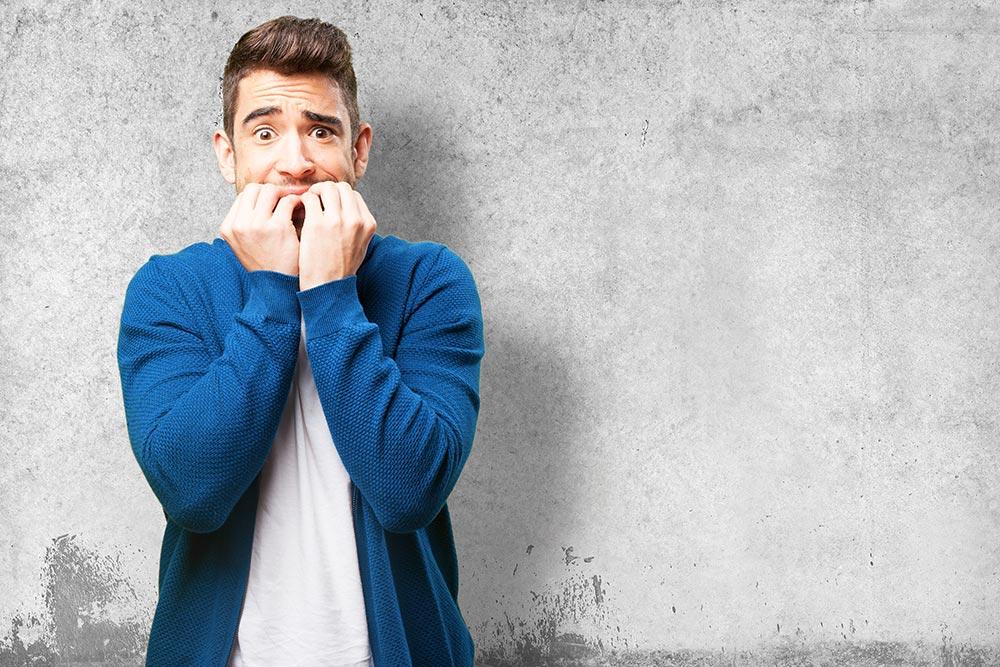 Como ajudar alguém com crise de pânico? Confira 7 dicas