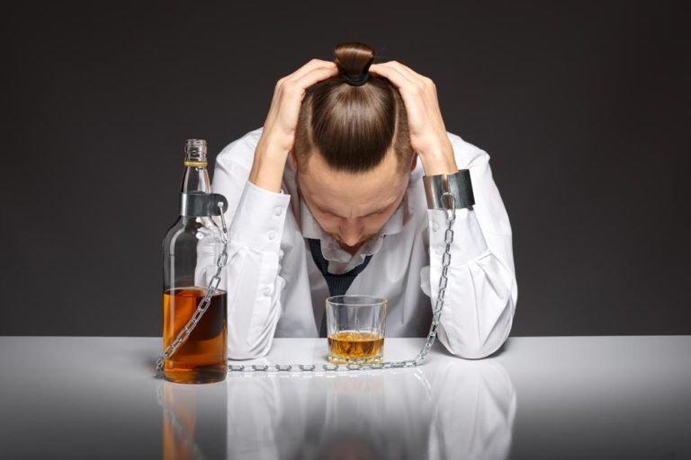 Alcoolismo e outros vícios durante a pandemia: como lidar?